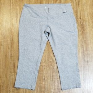 Nike Pants - Nike Dri-Fit caprice workout pant